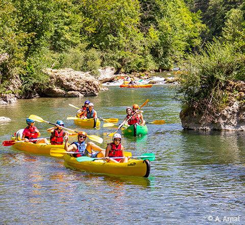 Locations de canoë-kayak sur deux bases, à moins de 10 km de l'Ecrin vert, camping nature en Aveyron