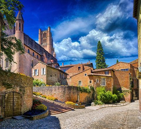 La cathédrale d'Albi est située à 45 km du camping familial l'Ecrin vert en Aveyron