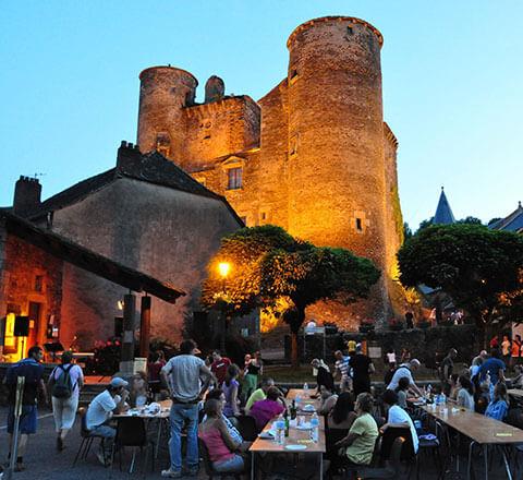 Le château de Coupiac est à 16 km du camping l'Ecrin vert, proche de la vallée du Tarn
