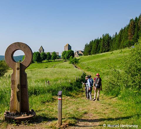 Camping l'Ecrin vert labellisé pêche en Aveyron, vous propose différents parcours de randonnées